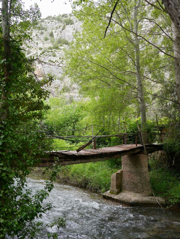 Wooden bridge on the west side of the Albarracín fluvial walk